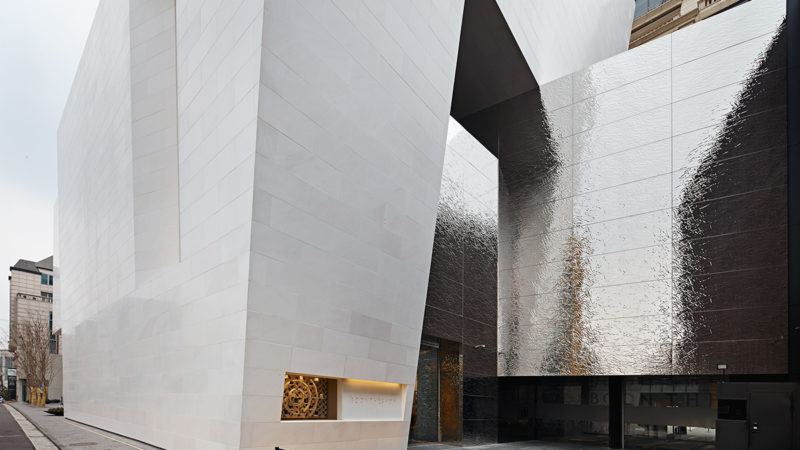 3D Platte T2/3 aus Edelstahl, spiegelpoliert, Boontheshop, Seoul###3D Plate, stainless steel, mirror polished, facade panels and interior wall cladding